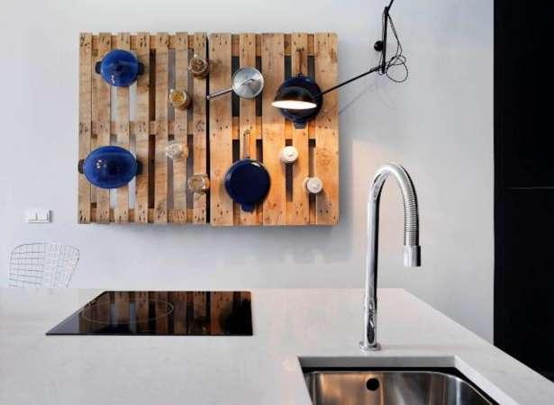 http://www.ypublico.com/ydecorar/fantasticas-ideas-con-palets-en-la-cocina/