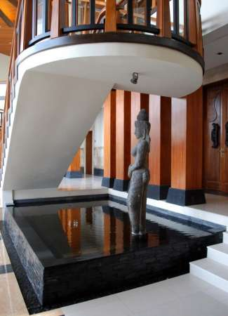 http://www.digsdigs.com/27-stunning-indoor-water-features-youll-love/pictures/85458/