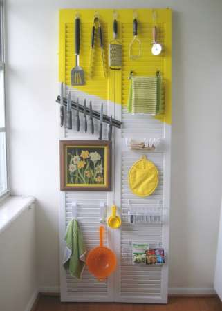 http://stardust-decorstyle.blogspot.com/2012/07/organize-your-kitchen-with-door.html