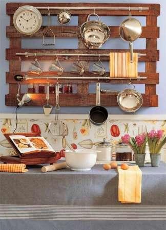 http://designmag.fr/bricolage/fabriquer-des-meubles-avec-des-palettes.html