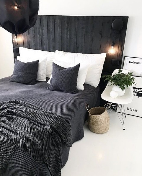 siyah bir yatak başlığı güzel görünür