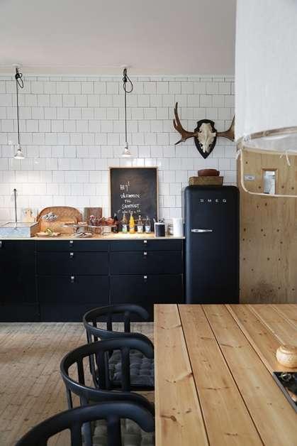 siyah renk tasarımın mutfakta duruşu